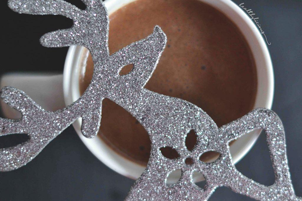Блестящ коледен горещ шоколад