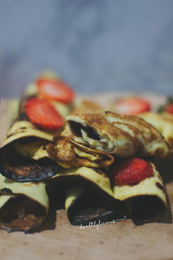 Палачинки с нахутено брашно с ягоди
