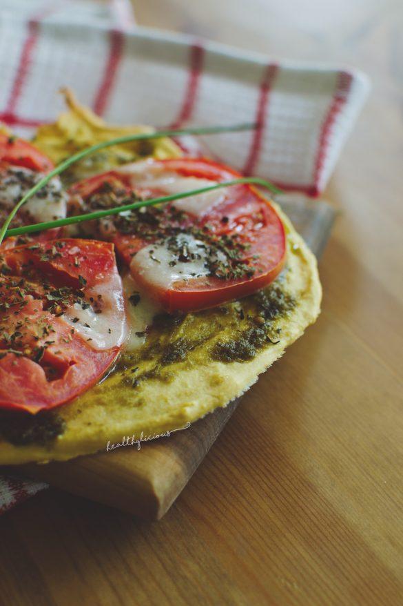 Нахутена пица с домати и моцарела