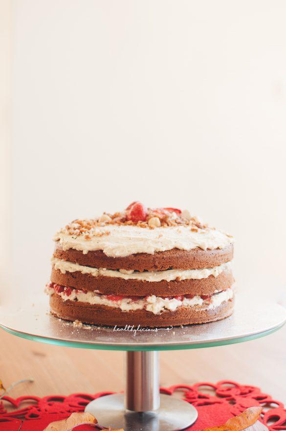 Торта на стойка с ванилов крем и пандишпанови блатове