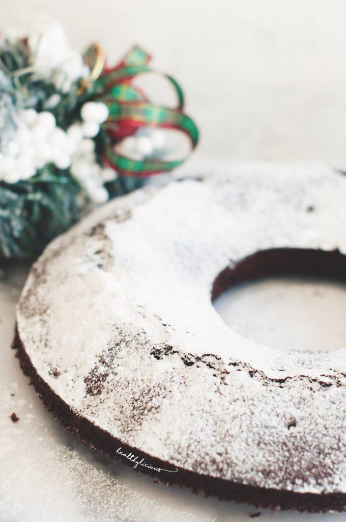 Коледен празничен кекс с фалшива пудра захар