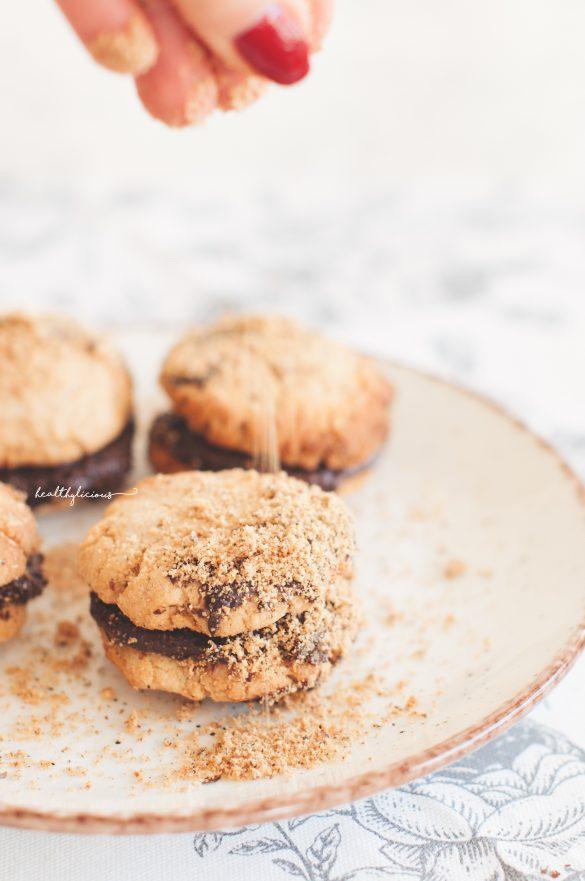 Поръсване на лешникови домашни здравословни бисквити