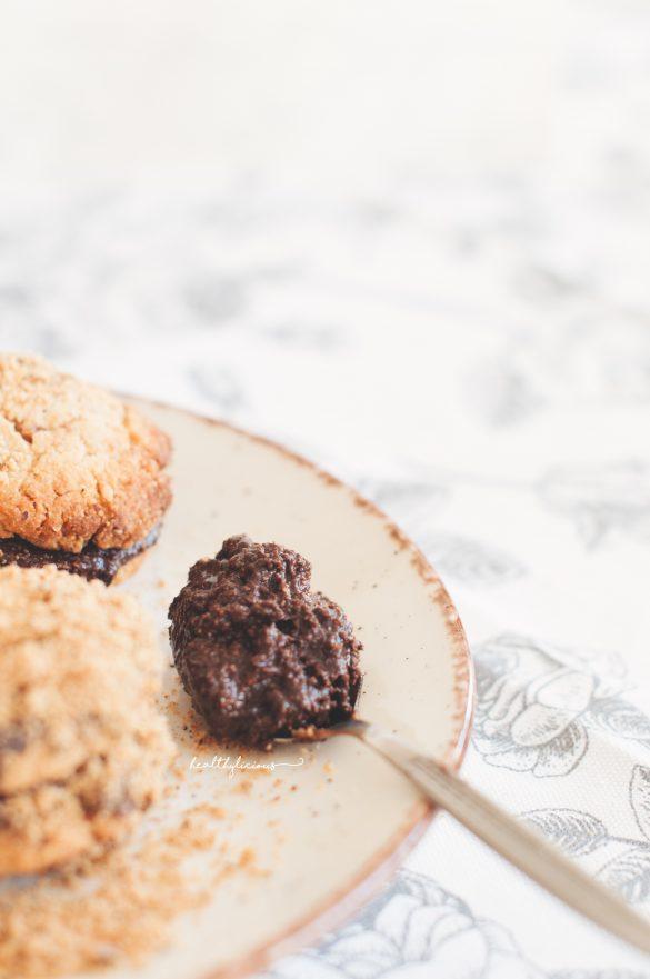 Здравословен шоколадов крем с мед за бисквити