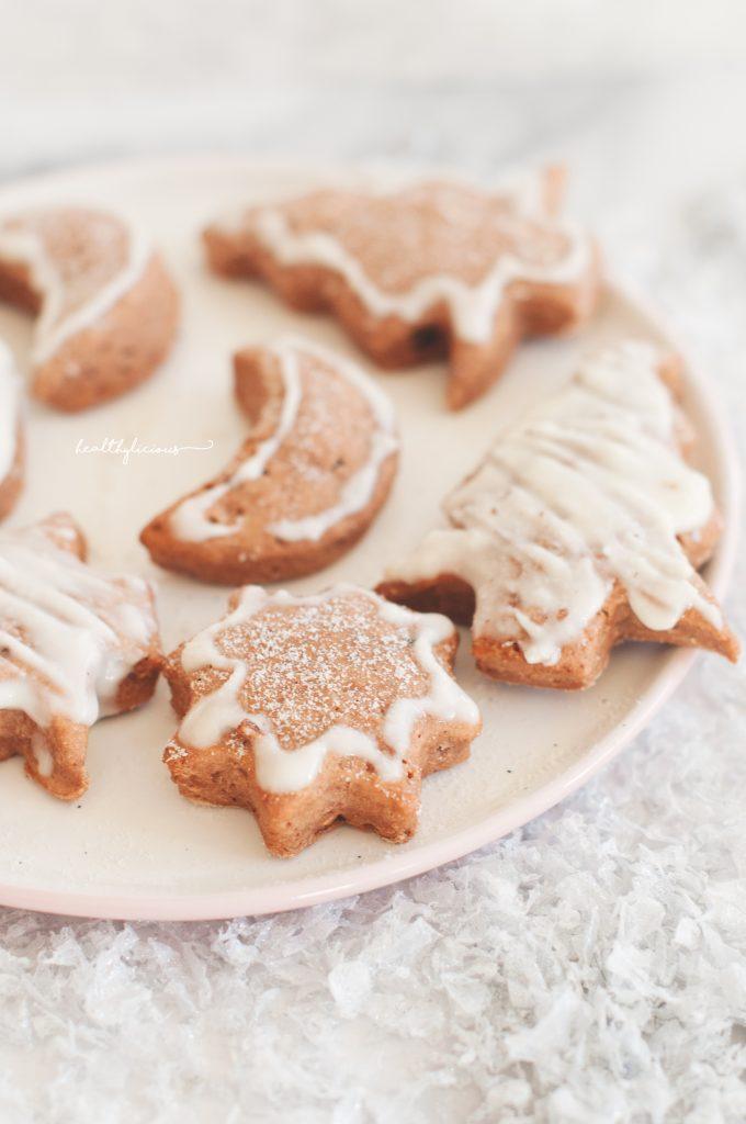 Джинджифилови сладки бисквитки с бяла глазура