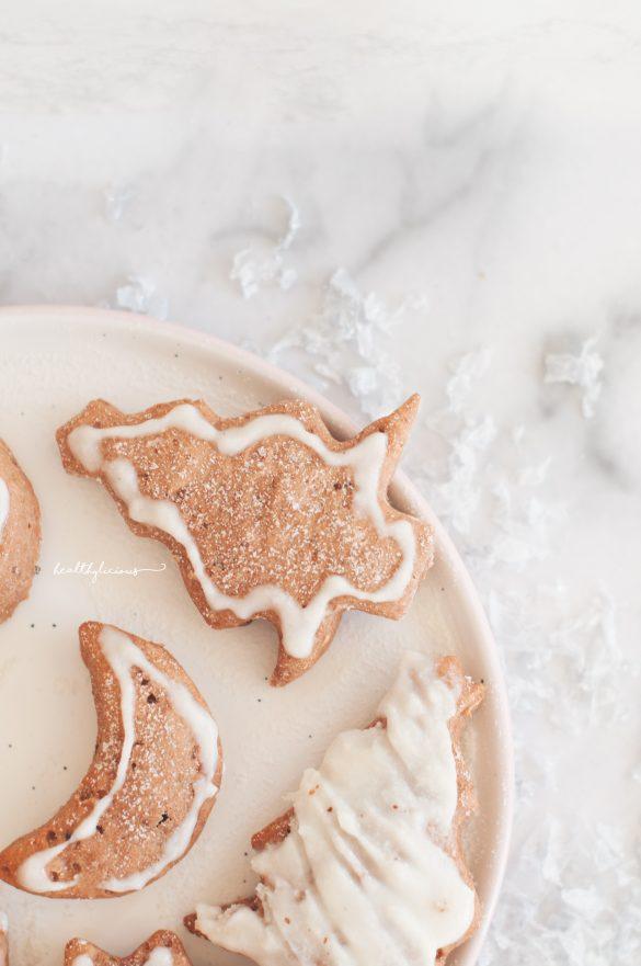 Джинджифилови сладки бисквити с бяла глазура