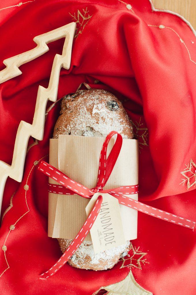 Коледен подарък щолен с панделка