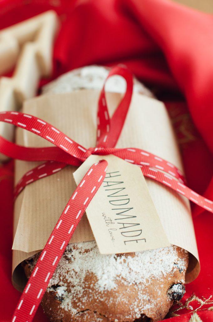 Подарък handmade щолен с панделка