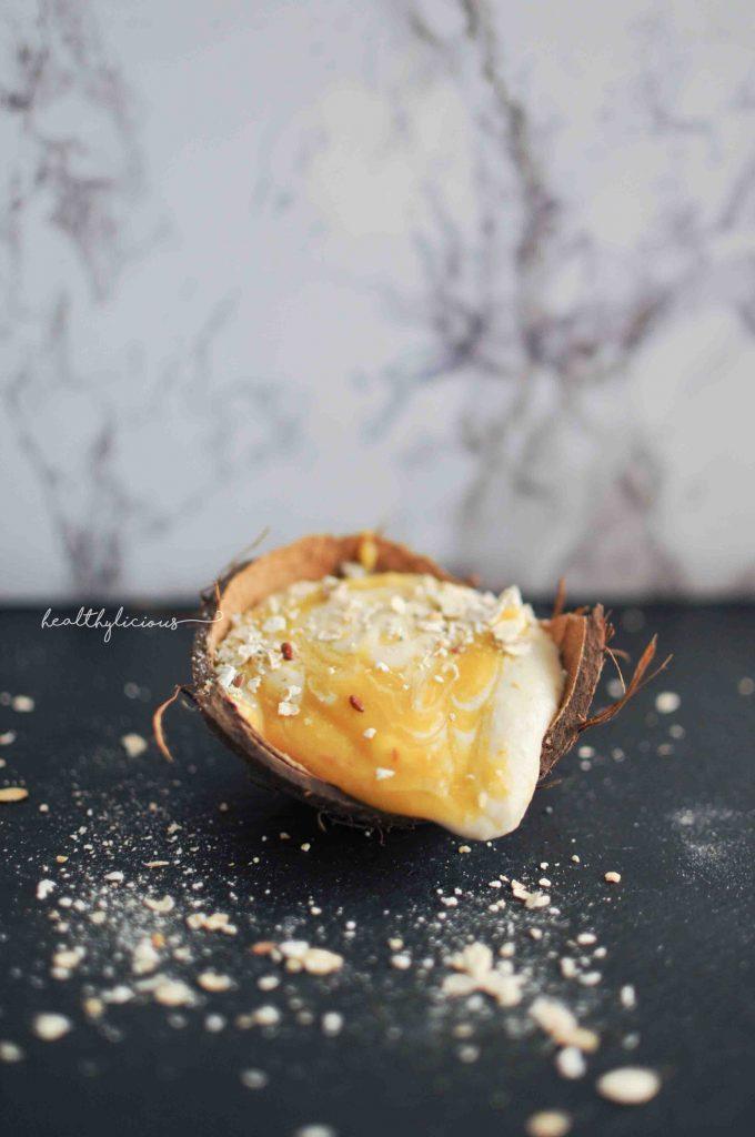 Сладолед в кокосов орех