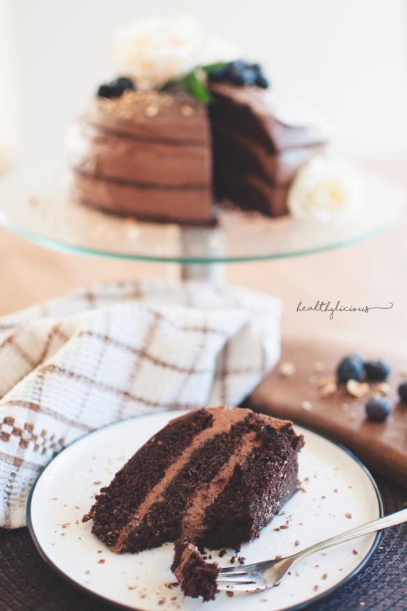 Парче шоколадова торта с виличка