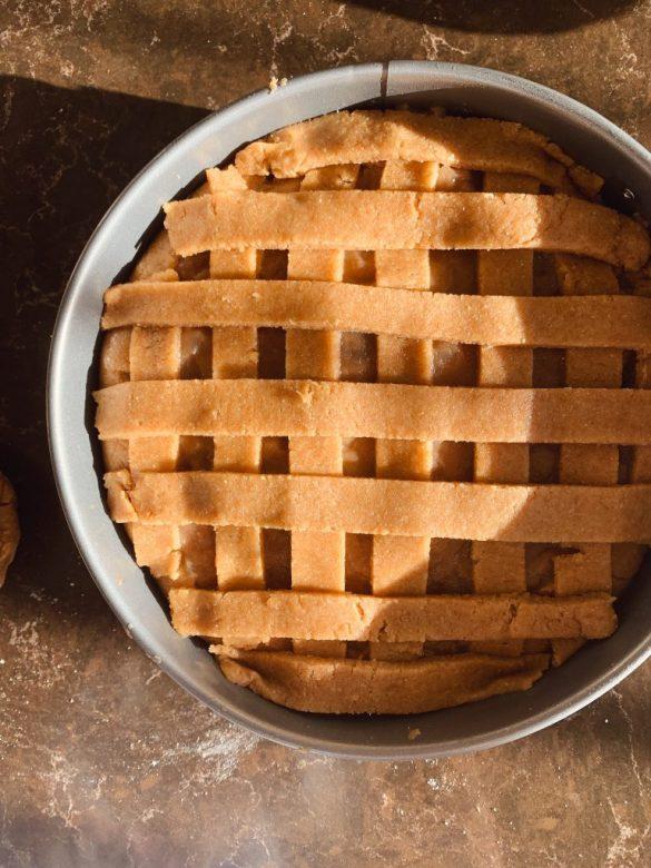 Ябълков пай преди печене
