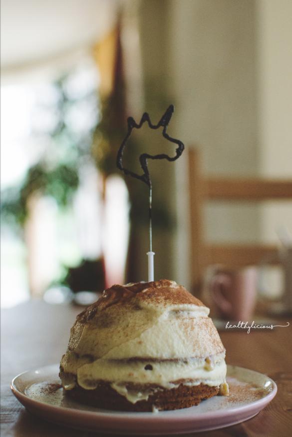 Свещ еднорог и тирамису торта