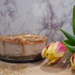 Веган суров чийзкейк със сладко от рози