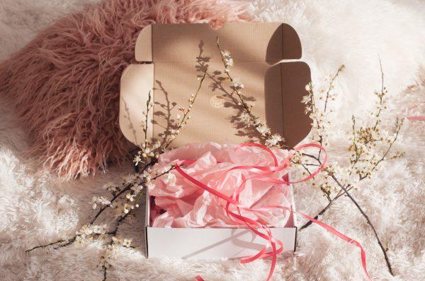Розова кутия