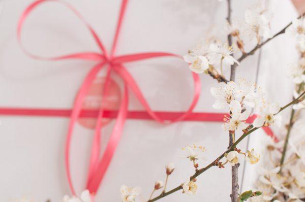 Розова пролетна кутия