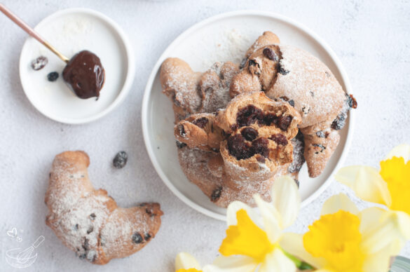 Easter wholemeal healthy rolls with chocolate filling